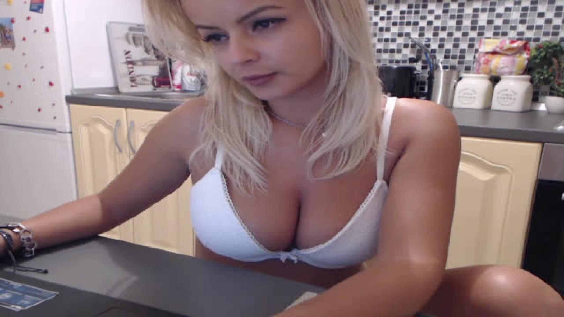Cute Blonde Naked Girl Shows Her Breasts And Whole Body In Cam